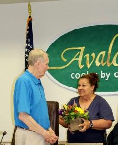 Lynda Pagliughi presents bouquet for Councilman Covington