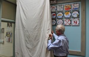 Mayor Pagliughi unveils new beach tag wall